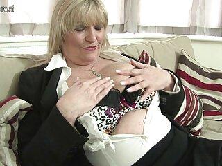 ملانی یک کوره دانلود فیلم های سکسی جدید بزرگ لاستیکی می پوشد و او را در دستشویی تکان می دهد