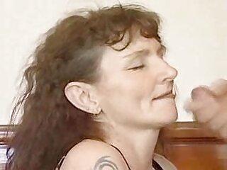 یک عوضی جوان روسی با فیلم های سکسی جدید خارجی مسواک بیدمشک را تکان داد و نوشت
