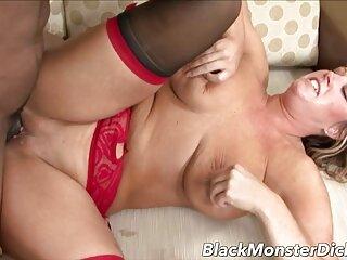 دختر متوسطی با کرست سیاه گربه و الاغ را چشمک دانلود فیلم های سکسی جدید می زند