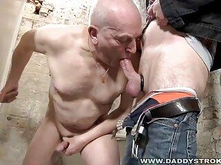 آندری با خروس در دهان خود خوشحال است و پسری را دانلود فیلم های سکسی جدید در الاغ فرو می کند