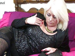 بیدمشک بلوند خال کوبی سریال های سکسی جدید شده در مهمانی مجردی لیس می خورد