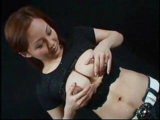 شاهزاده فیلم های پورن جدید خانم نوجوان با جوراب ساق بلند بیدمشک خود را خودارضایی می کند