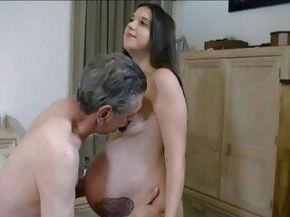 POV Sensual Nicole دیک دوستش را فیلم های پورن جدید می مکد و تکان می دهد