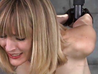 در زیر دوش ، یک زیبایی برهنه با شور و شوق شیرین کچ خود را استمنا می دانلود فیلم های سکسی جدید کند