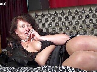 سیب زمینی سرخ کرده با داماد شیرین سایت های سکسی جدید با لباس سفید روی مبل
