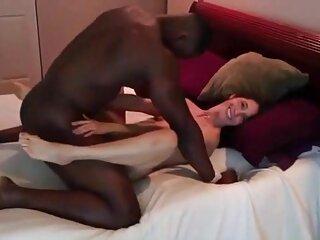 جوراب سیاه و سفید جوجه سکس های جدید برازرس مکیدن دیک در فضای باز