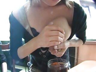 دختر کانال های سکسی جدید 18 ساله خود را با یک کیرمزه مداحی می کند