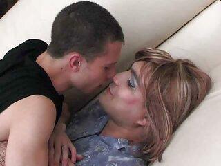 همسر جثه بالغ در اتاق خواب خروس شاخدار شوهرش را تکان می دهد دانلود فیلم های سکسی جدید