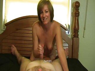 دختری با مشاعره برهنه یک نمایش صمیمی را کانال های سکسی تلگرام جدید نشان می دهد