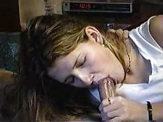 لولیتا بیدمشک خود را سکس های خارجی جدید بیرون می زند و لیس می زند