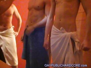 یک لزبین جوان فیلم های پورن جدید دوست دختر خود را با یک ویبراتور fucks