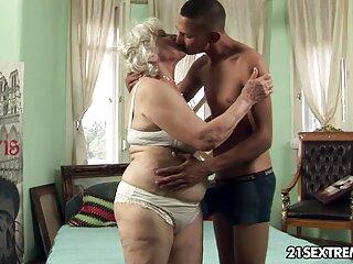 فتیشیست بالغ ، تف های او را روی بادامک بررسی می سکس های خارجی جدید کند