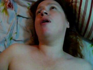 فاحشه Slutty مگس نوجوان را از سوراخ دیواره سکس های جدید برازرس می مکد