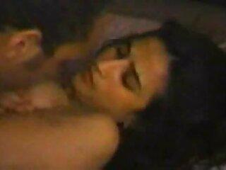 بچه ها در حین دانلود فیلم های سکسی جدید رابطه سه نفری با یک زن سیاه پوست صورت خود را پر از اسپرم می کنند